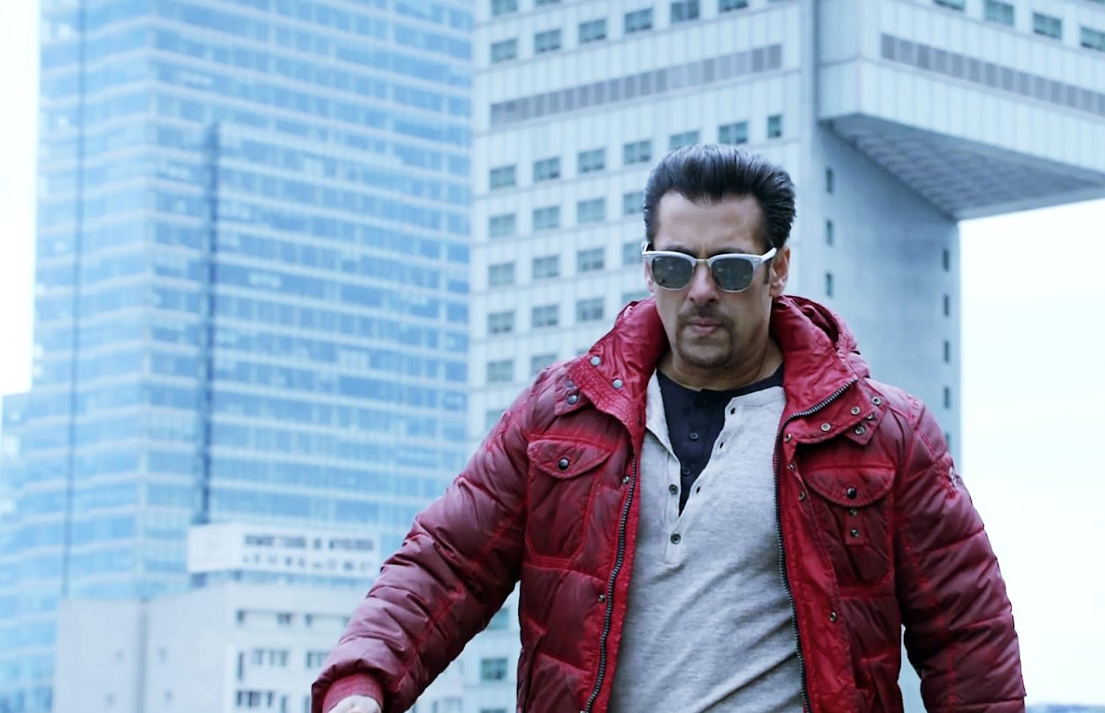 Salman Khan Complete Biography Zee Wiki Story, upcoming movies, Controversies, Wallpapers Of Salman Khan Download