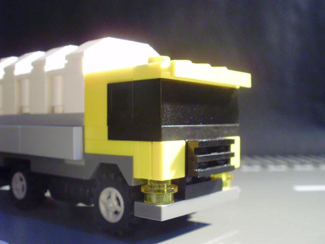 MOC LEGO camião na estrada e no campo. Existe também a versão ao estilo Cars.