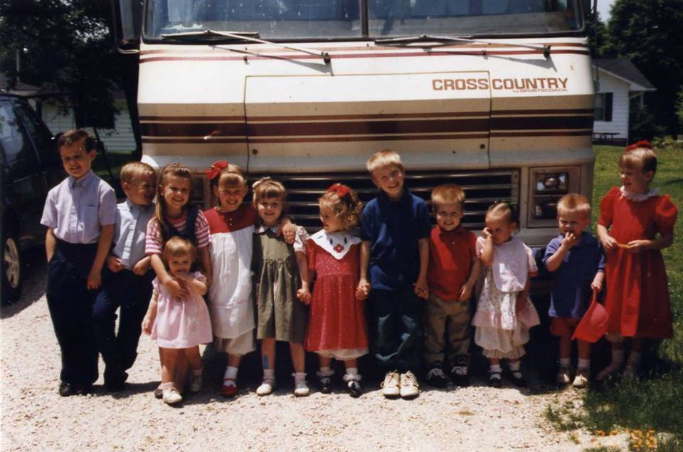 1995+Duggar+kids+and+Bates+kids.jpg