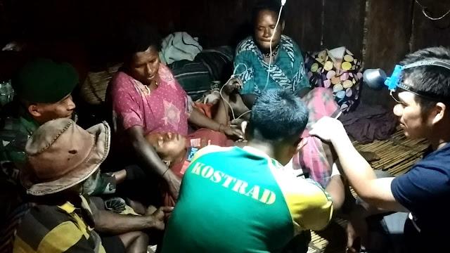 Inilah Kisah Satgas Pamrahwan Bantu Kelahiran Bayi Bes Kogoya di Puncak Jaya