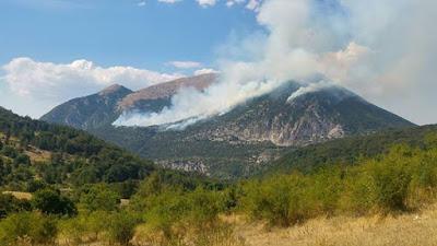 Incendio sul Mone Morrone tra Sulmona e Pacentro.