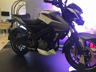 2017 Bajaj Pulsar 200NS black white look