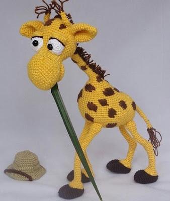 Вязаный жираф амигуруми крючком