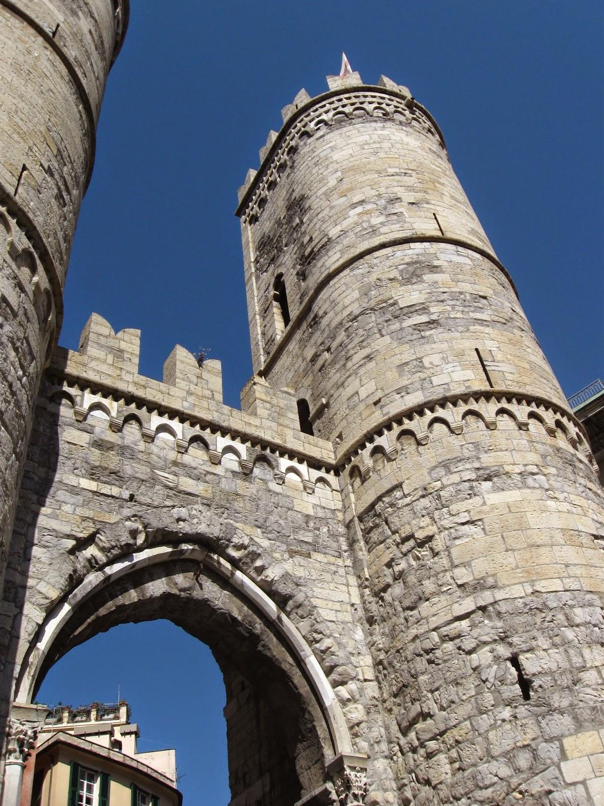 Medioevo tra arte storia e  fantasia Porta Soprana e le antiche mura di Genova Carossino