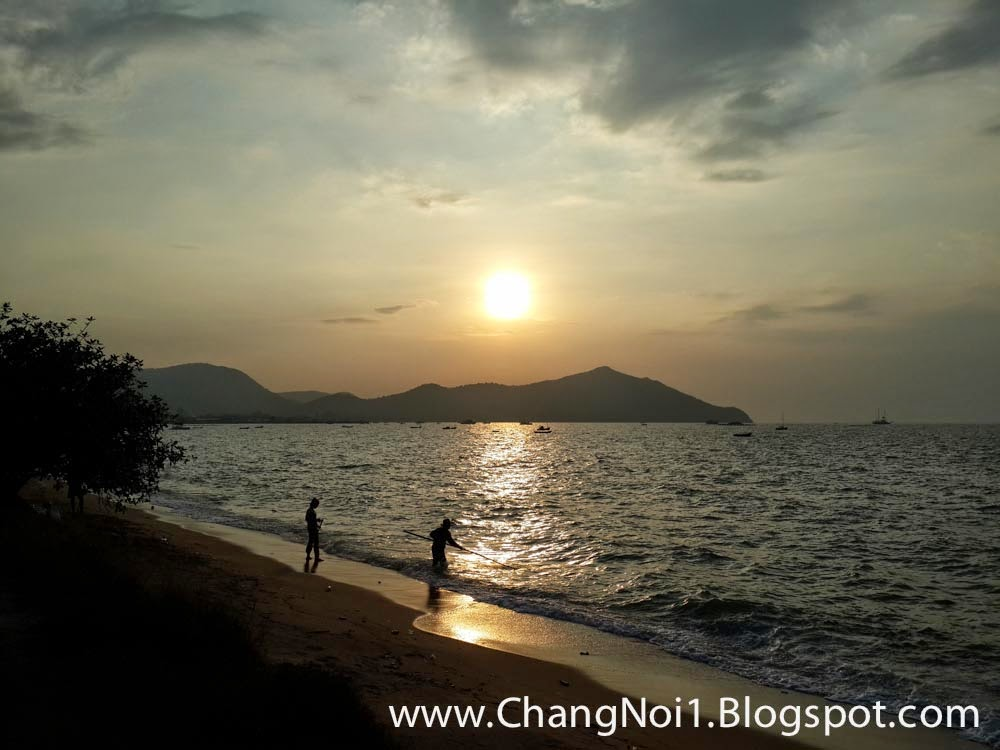 Sunset over Bang Saray beach