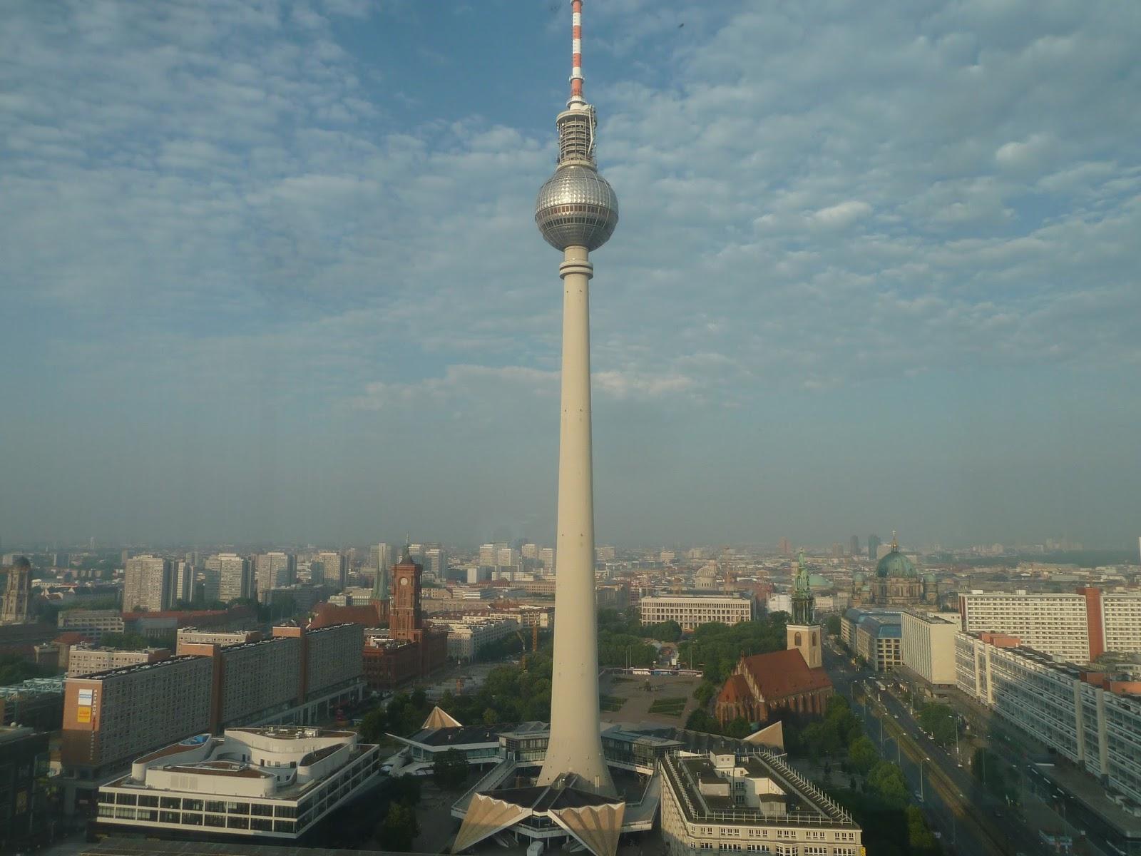 Heute in Berlin: Die größte Frage der Welt und grundeinkommen-abstimmen