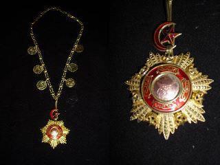 Medali dari Kesultanan Turki. sumber globalmuslim.blogspot.com