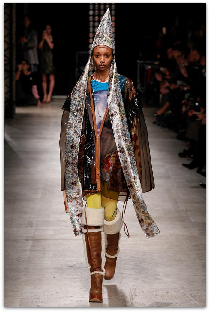 http://www.vogue.es/desfiles/otono-invierno-2016-2017-paris-fashion-week-vivienne-westwood/12359/galeria/21140/image/1105718