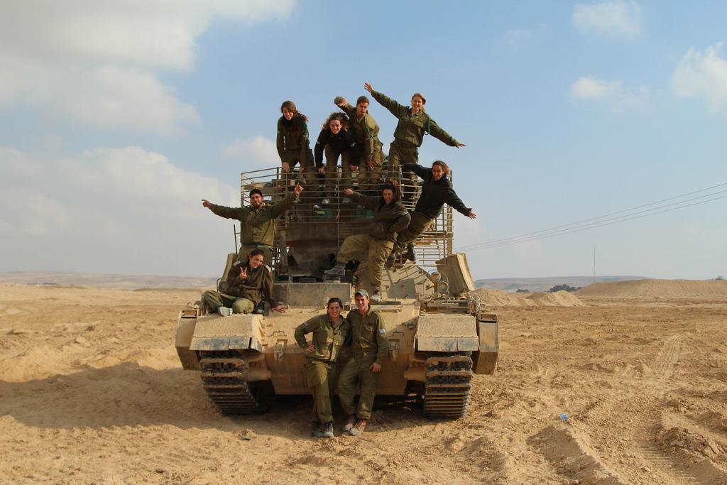 Warhistory Hot Israeli Female Tank Instructors Of School -2032