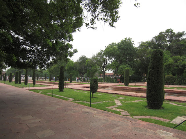 taj mahal ground