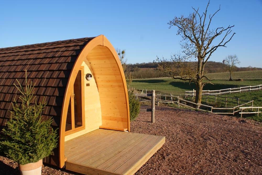 case prefabbricate Pod sotto il sole