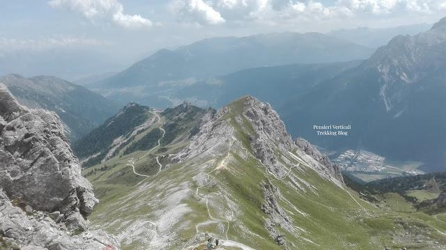Il sentiero di mezza cresta per raggiungere l'Hoher Burgstall