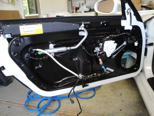Comment enlever le panneau intérieur d'une portière de voiture
