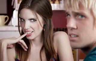 Γιατί οι παντρεμένες γυναίκες φλερτάρουν;