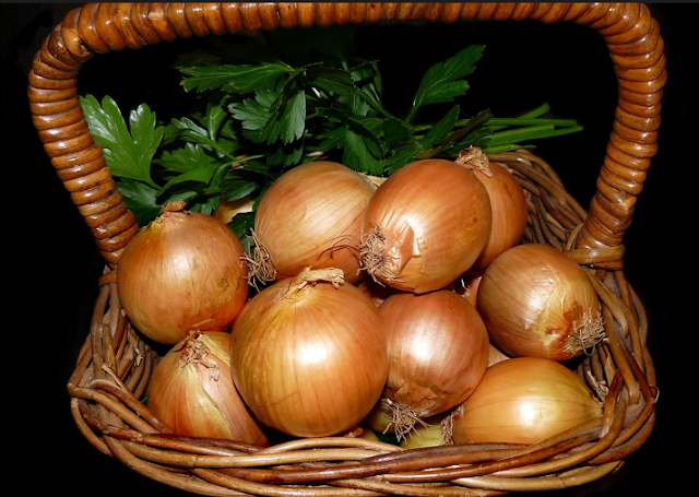 How To Apply Onion Juice On Hair, Onion benefits of hair.