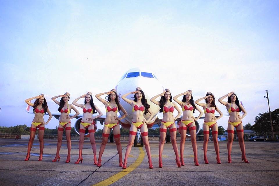 Trọn bộ Ngọc Trinh và những người đẹp phơi nắng trên máy bay