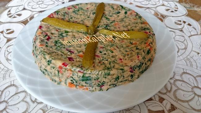 Kek Kalıbında Garnitürlü Patates Salatası