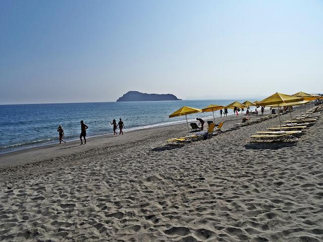 piaszczyste plaże w Platanias na Krecie