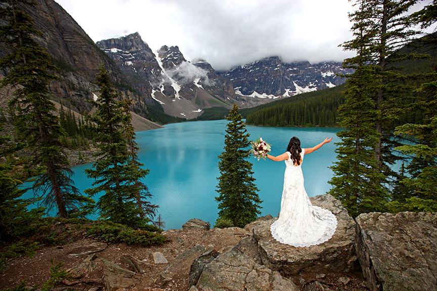 Paradise Lodge Moraine Lake elopement