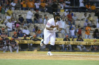 Zoilo Almonte dio cuadrangular para dar triunfo a las Águilas 2-1 sobre Toros