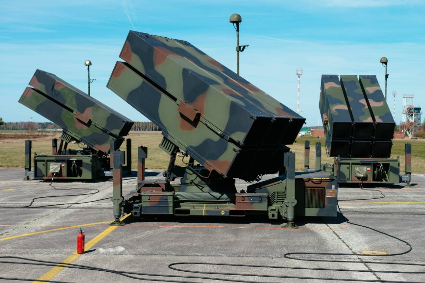 Зенітні ракетні війська переозброять на іноземний ЗРК типу NASAMS та скоротять удвічі