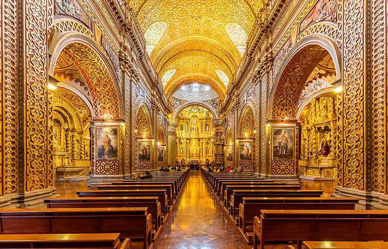 Las doradas iglesias de Quito, en Ecuador