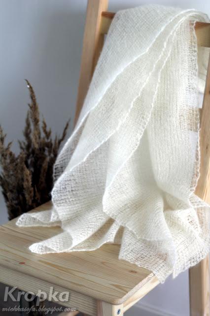Ażurowy, zwiewny, delikatny szal zrobiony na drutach