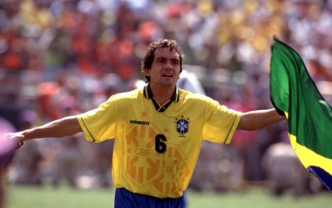 e9ca265e23572 Além de ter conquistado o Tetra em 1994 (onde converteu um dos pênaltis na  decisão que deu a Taça ao Brasil)
