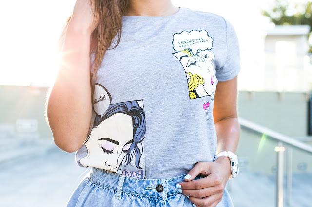 T-Shirt z kolorowymi nadrukami - Czytaj więcej
