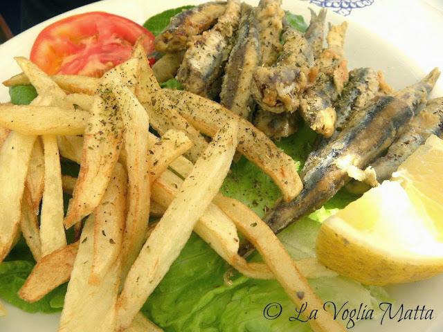 acciughe fritte del ristorante Maxim a Loxouri, isola di Cefalonia