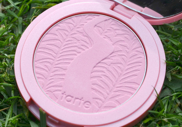 Closeup image of the Dollface blusher pan
