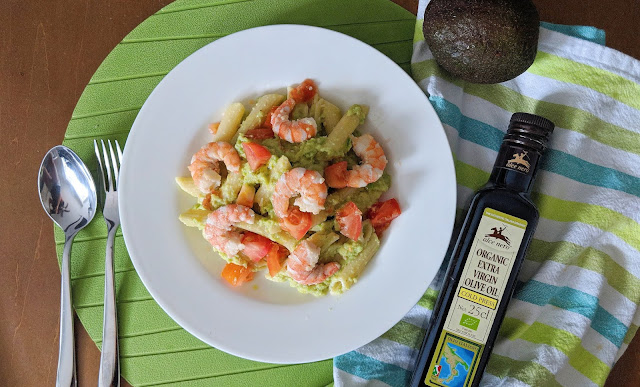 How to cook delicious Avocado Prawns Pasta with fresh tomatoes?