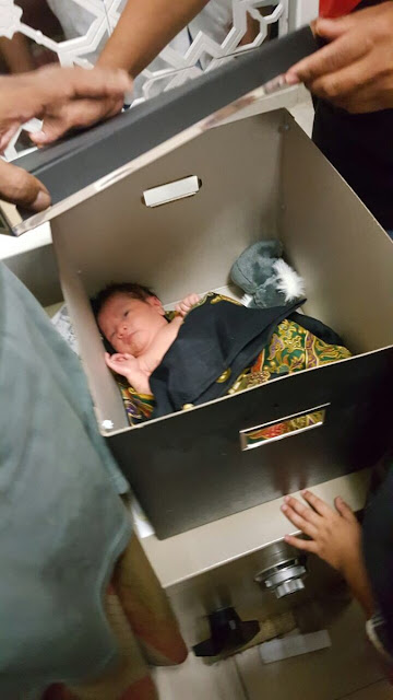 Kasian! Bayi Ini Ditinggal Ibunya di Masjid Bersama Sebuah Surat yang Isinya Menyedihkan