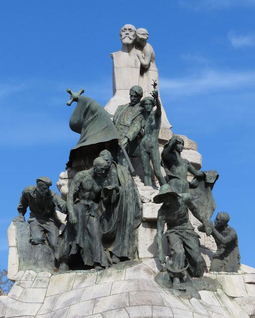 Doctor Robert monument by Josep Llimona i Bruguera, Plaça de Tetuan, Barcelona