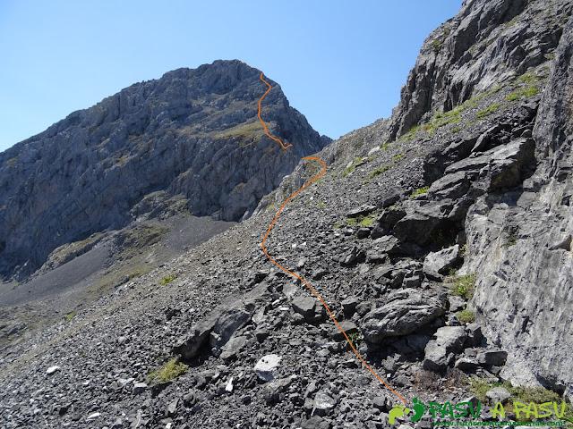 Ruta Peña Ubiña por la Arista Norte: Pedrera al Prau Capón