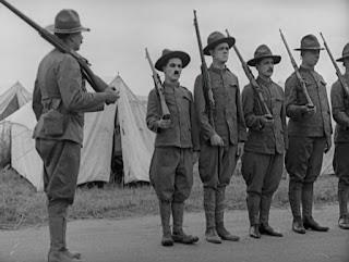 """Кадр из к/ф Чарли Чаплина """"На плечо"""" / Shoulder Arms (1918) - 1"""