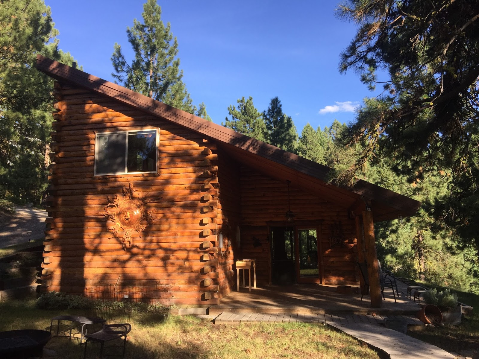 Lowe 39 s flat fee realty cascade home near lake for Cascade house