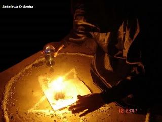 Adivinación por medio de fantasmas, y la adivinación de los cadáveres. El segundo método conduce a la exhumación de cadáveres y estriado de tumbas para los encantos espeluznantes que consideran necesaria magos y brujas para el desempeño eficaz de las artes mágicas.