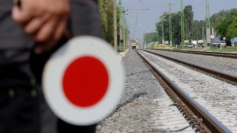 Helyreállították a felsővezetéket a székesfehérvári vasútvonalon
