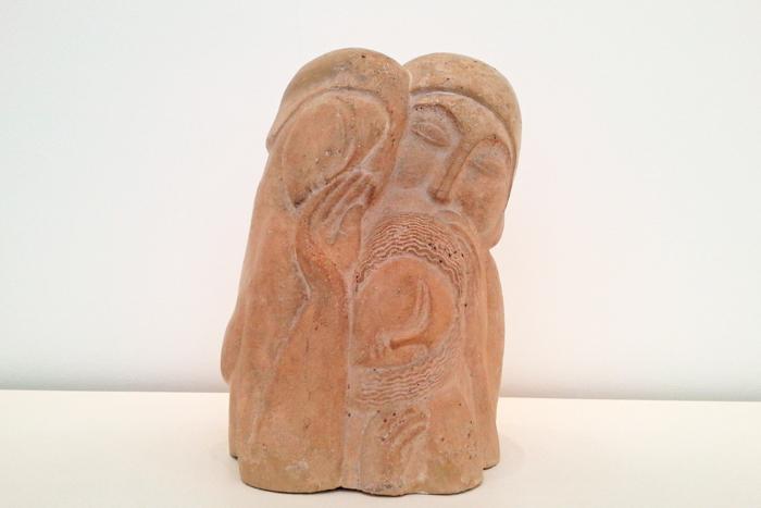 Sculpture en ciment d'Ossip Zadkine réprésentant la sainte Famille présentée au musée Zadkine à Paris