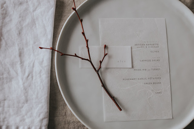 Minimal-White-Place-Setting-with-Stylish-Menu-and-Twig