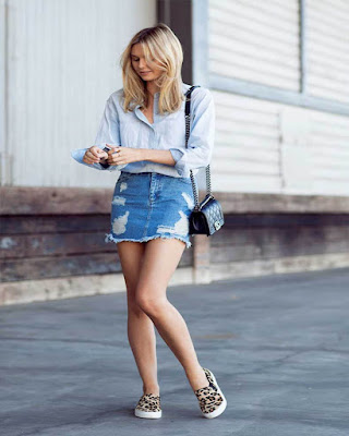 outfit casual con minifalda de mezclilla casual
