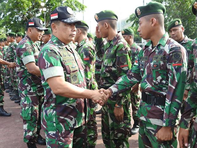 Panglima Kogasgabpad Lombok Melepas 76 Prajurit TNI Kembali ke Satuannya