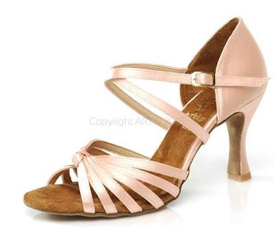 ff7c3301db2ed Artis oferuje buty na stopę damską, męską i dziecięcą. Obuwie można zamówić  przez Internet lub bezpośrednio w poznańskiej siedzibie producenta.