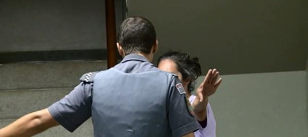 ABSURDO - Mulher é detida ao tentar trocar neto de quatro meses por bebida alcoólica em bar