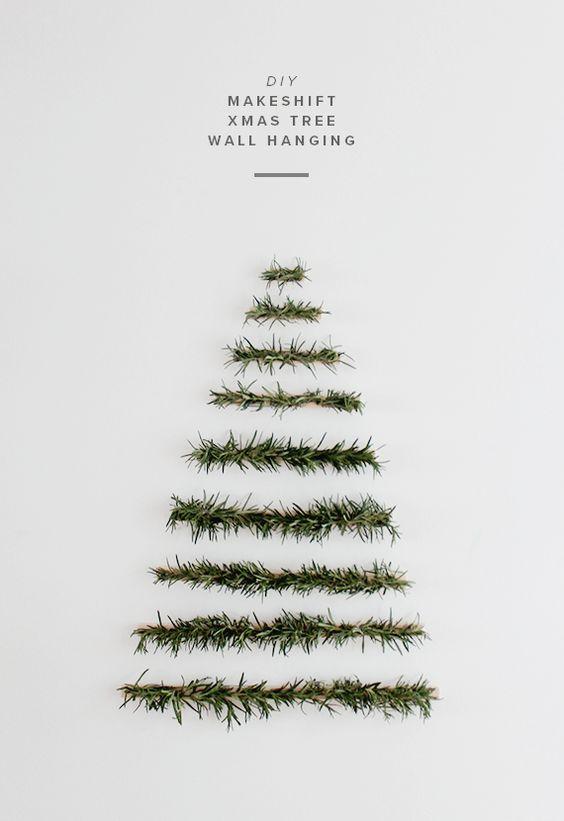 Árbol de Navidad hecho con ramas de pino