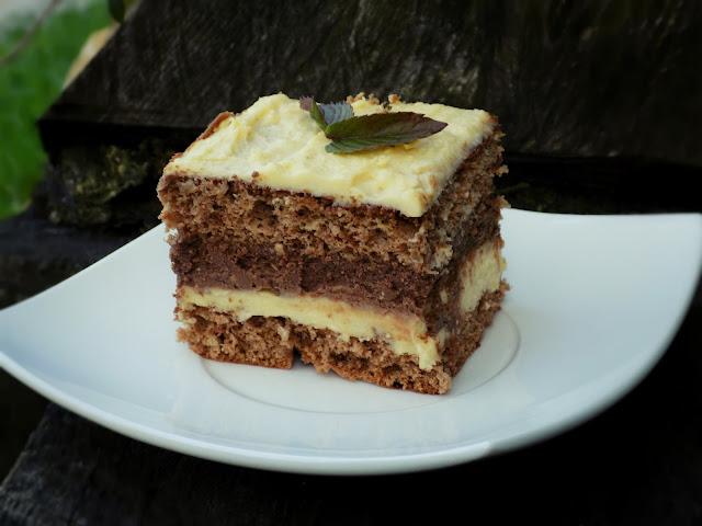 ciasto czekoladowe z masą chałwową na biszkopcie