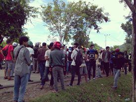 Jalan Trans Sulawesi Di Blokir, Sudah 5 jam Lumpuh Total Antrian Kendaraan Mencapai 15 KM