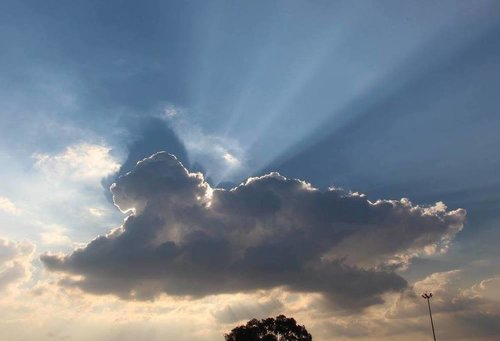 No hay mal que por bien no venga / Every cloud has a silver lining