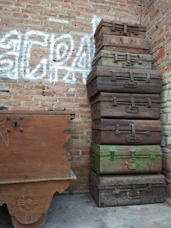 Lapak Barang Antik Jual Borongan koper besi